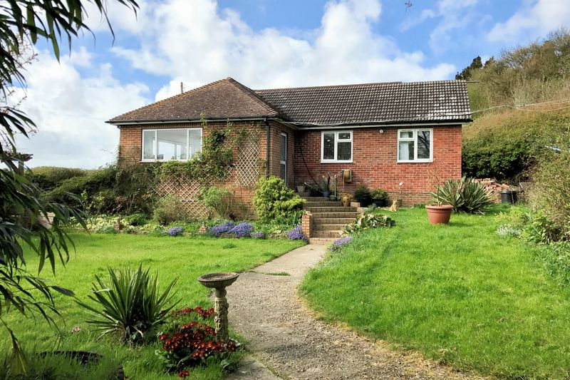 2 Bedrooms Detached Bungalow for sale in Waltham