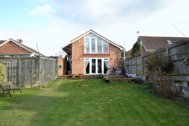 3 Bedrooms Detached Bungalow for sale in Eythorne