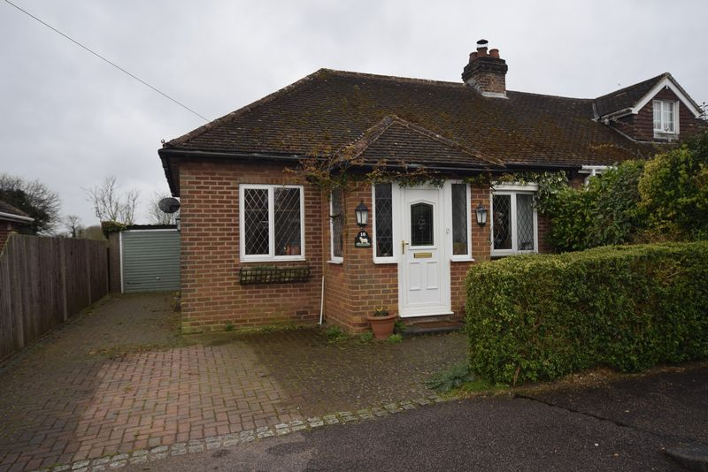 3 Bedrooms Semi Detached House for sale in Stanley Road, Streatley