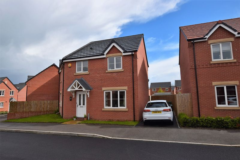 3 Bedrooms Detached House for sale in Manor House Court, Chesterfield