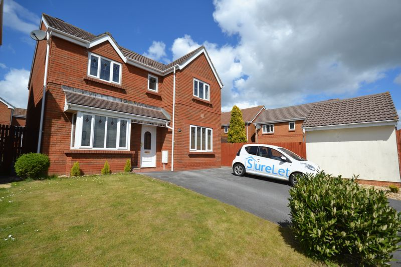 4 Bedrooms Detached House for sale in William Dennis Avenue, Swansea