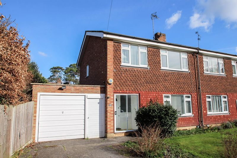 4 Bedrooms Semi Detached House for sale in Rosehill, Claygate