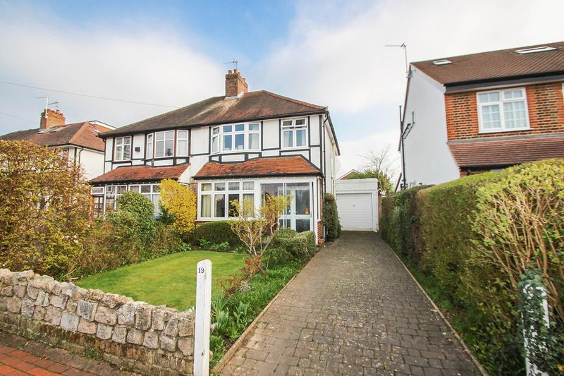 3 Bedrooms Semi Detached House for sale in Torrington Road, Claygate, Esher