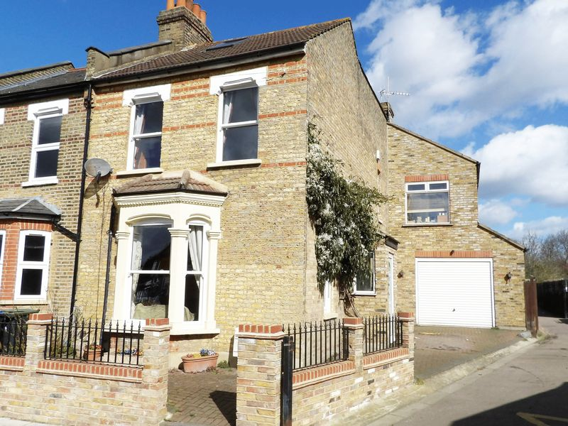 4 Bedrooms Terraced House for sale in Hawthorn Grove, Enfield