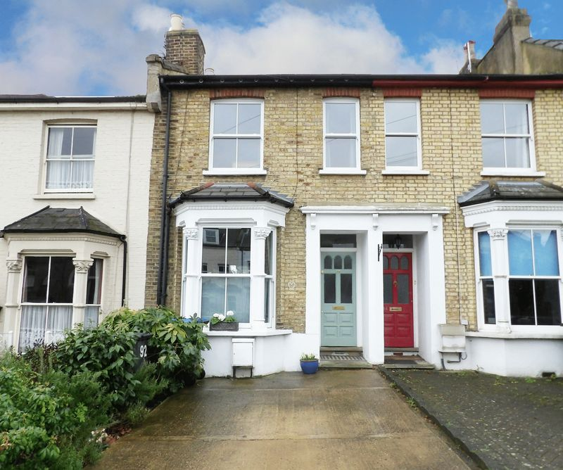4 Bedrooms Terraced House for sale in Gordon Hill, Enfield