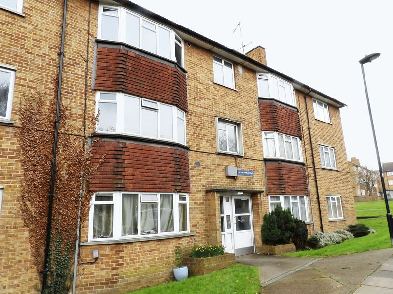 2 Bedrooms Flat for sale in Enfield Road, Enfield