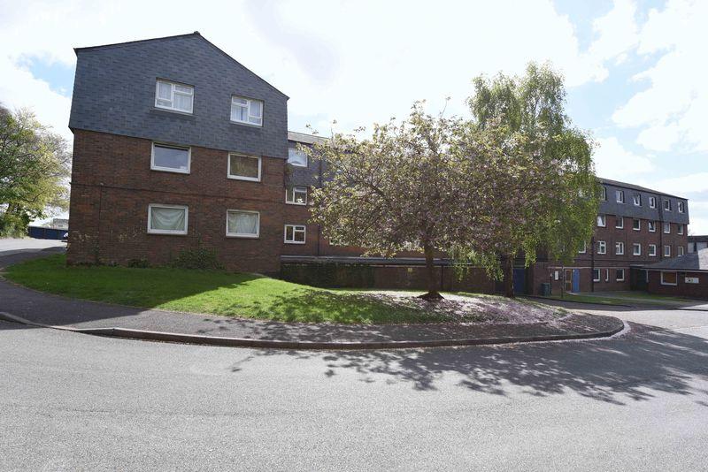 2 Bedrooms Flat for sale in Winklebury Centre, Basingstoke