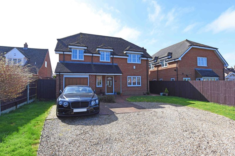 4 Bedrooms Detached House for sale in Pack Lane, Basingstoke
