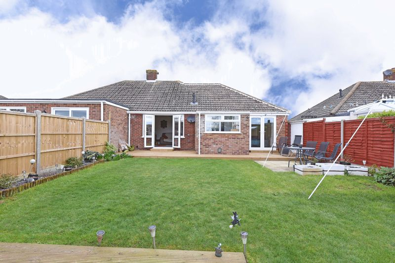 3 Bedrooms Semi Detached Bungalow for sale in Shipton Way, Basingstoke