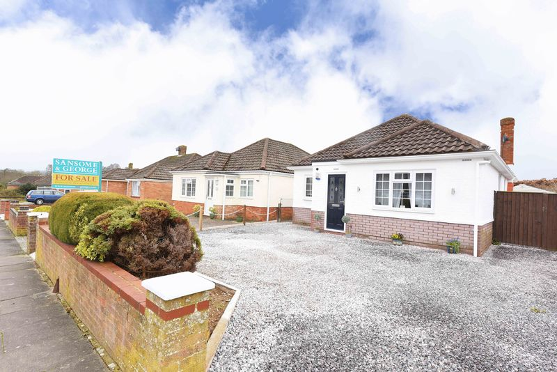 3 Bedrooms Detached Bungalow for sale in High Drive, Basingstoke