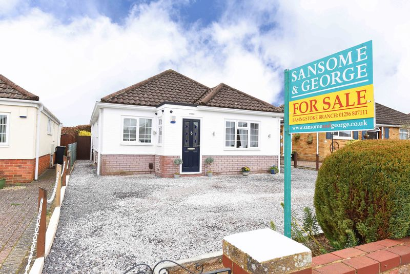3 Bedrooms Detached Bungalow for sale in High Drive Basingstoke