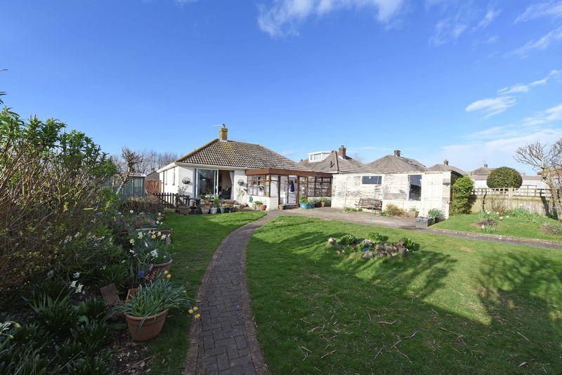 3 Bedrooms Detached Bungalow for sale in Denham Drive Basingstoke