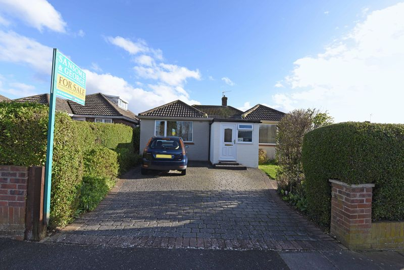 3 Bedrooms Detached Bungalow for sale in Denham Drive, Basingstoke