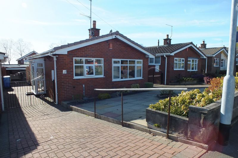 2 Bedrooms Detached Bungalow for sale in Dunwood Drive, Burslem, Stoke-On-Trent