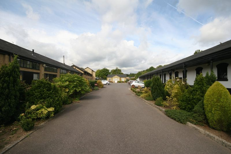 2 Bedrooms Flat for sale in Beaumont Village, Aldershot