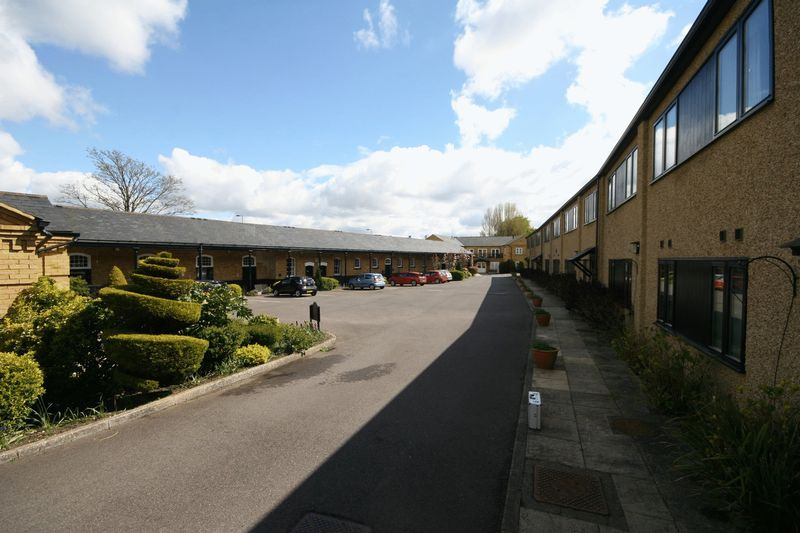 2 Bedrooms Flat for sale in Beaumont Village, Aldershot