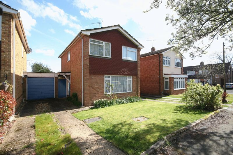 3 Bedrooms Detached House for sale in Wentworth Close, Farnham