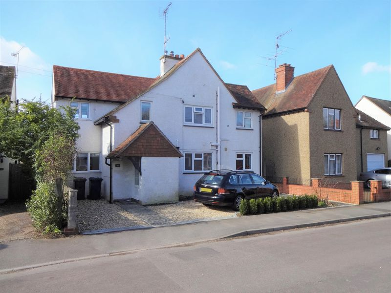 4 Bedrooms Detached House for sale in Edward Road, Farnham