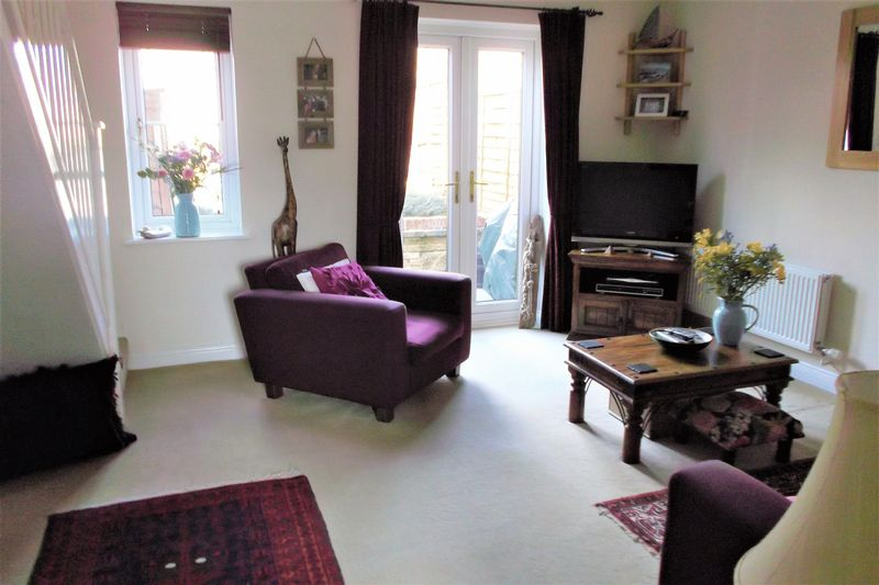 2 Bedrooms Terraced House for sale in New Square, South Horrington
