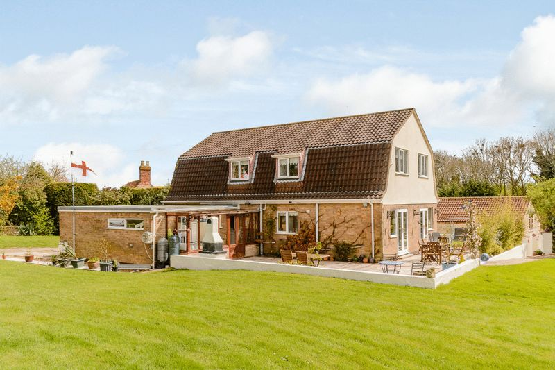 5 Bedrooms Detached House for sale in Newton Way, Woolsthorpe by Colsterworth, Lincolnshire