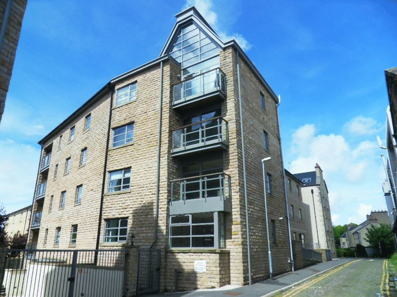 2 Bedrooms Flat for sale in Tudor Court, Henry Street, Lancaster