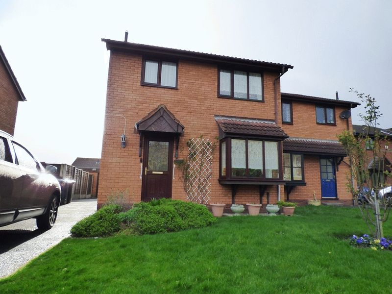 3 Bedrooms Semi Detached House for sale in The Glade, Morecambe