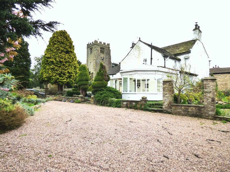 3 Bedrooms Detached House for sale in Caton Green Road, Lancaster