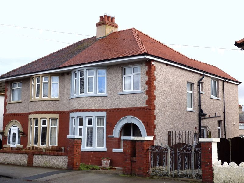 4 Bedrooms Semi Detached House for sale in West End Road, Morecambe