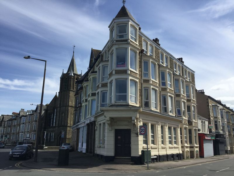 2 Bedrooms Flat for sale in Marine Road West, Morecambe