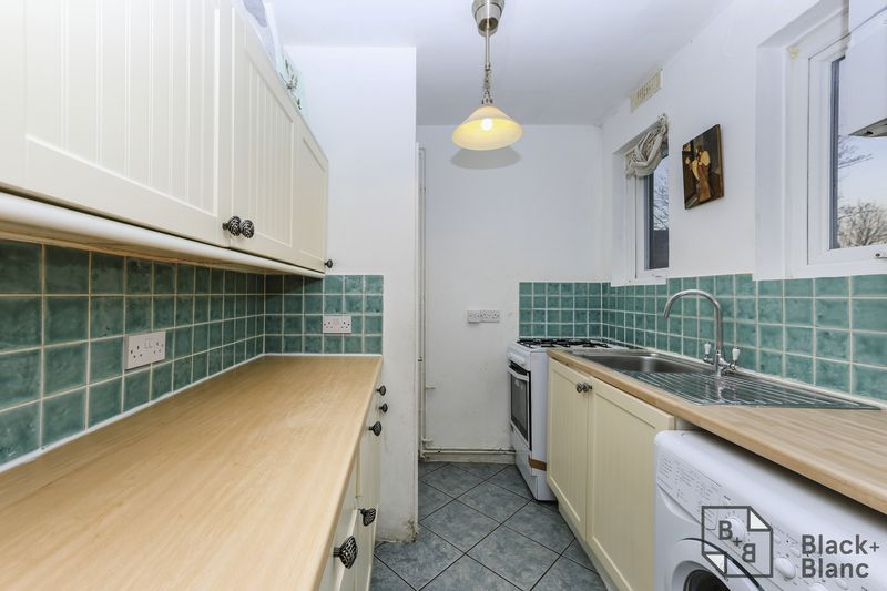 1 bedrooms Flat for sale in London | Estate Agents in Wimbledon and Croydon.