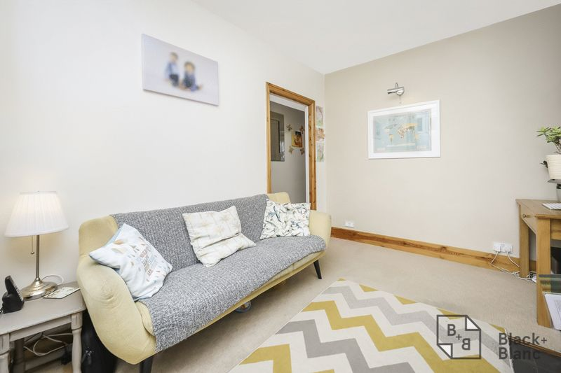 2 bedrooms House for sale in London | Estate Agents in Wimbledon and Croydon.