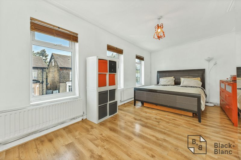 2 bedrooms Flat for sale in London | Estate Agents in Wimbledon and Croydon.