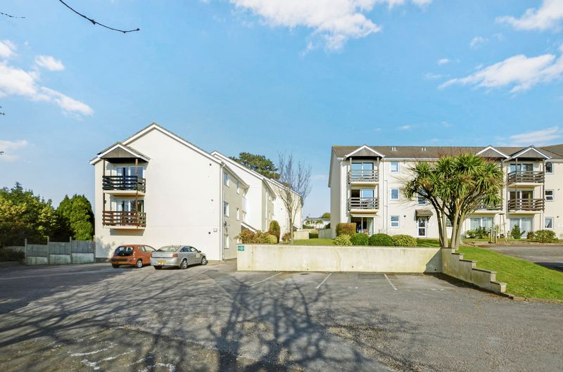 2 Bedrooms Flat for sale in Quinta Close, Torquay