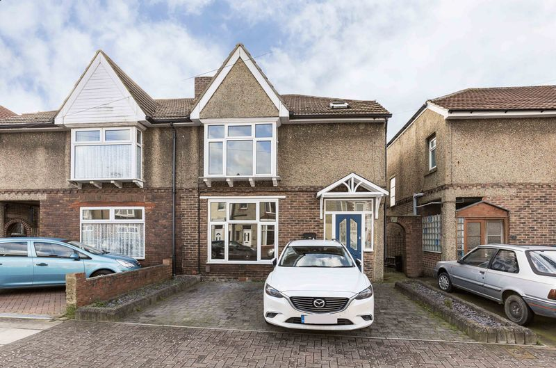 3 Bedrooms Semi Detached House for sale in Keswick Avenue, Copnor