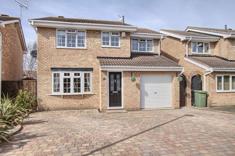 4 Bedrooms Detached House for sale in Stonechat Close, Ingleby Barwick