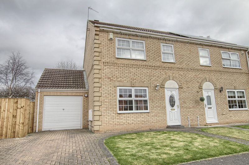 3 Bedrooms Semi Detached House for sale in Rochester Court, Ingleby Barwick