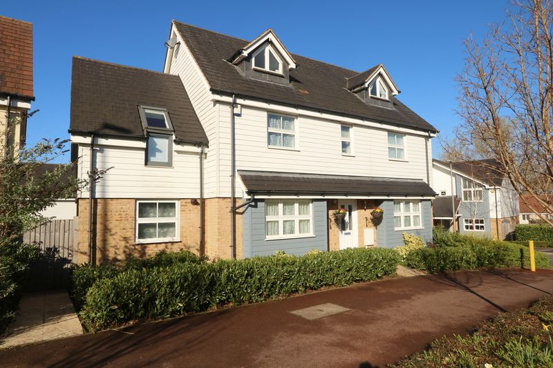 5 Bedrooms Detached House for sale in Top Fair Furlong, Redhouse Park, Milton Keynes