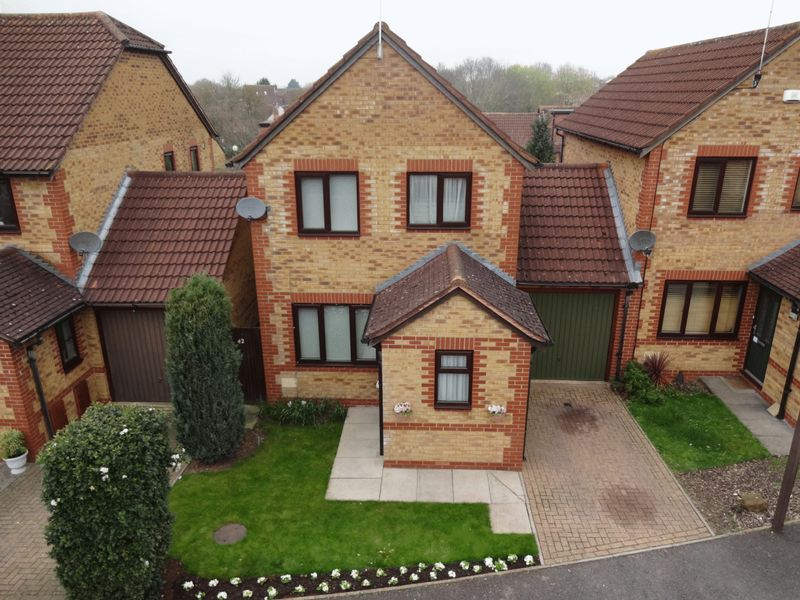 3 Bedrooms Detached House for sale in Fosters Lane, Milton Keynes