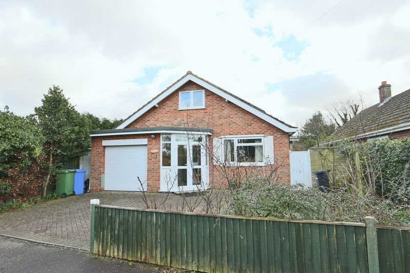 4 Bedrooms Bungalow for sale in Stanton Close, Lowestoft