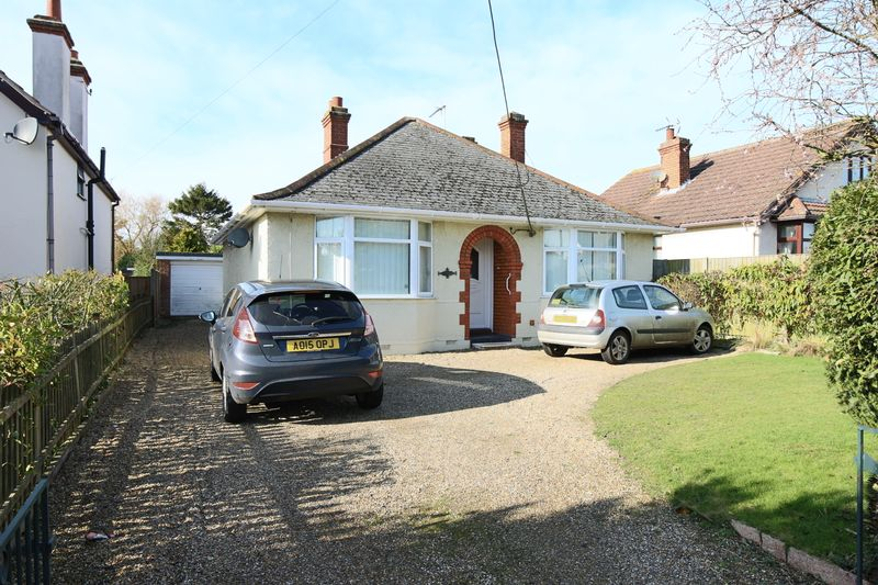2 Bedrooms Bungalow for sale in Gorleston Road, Oulton Broad, Lowestoft