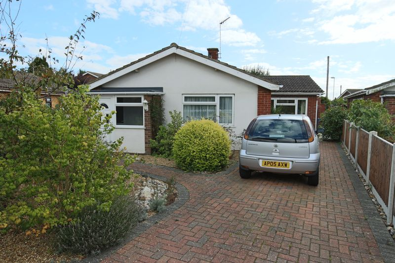 3 Bedrooms Bungalow for sale in Leona Crescent, Lowestoft