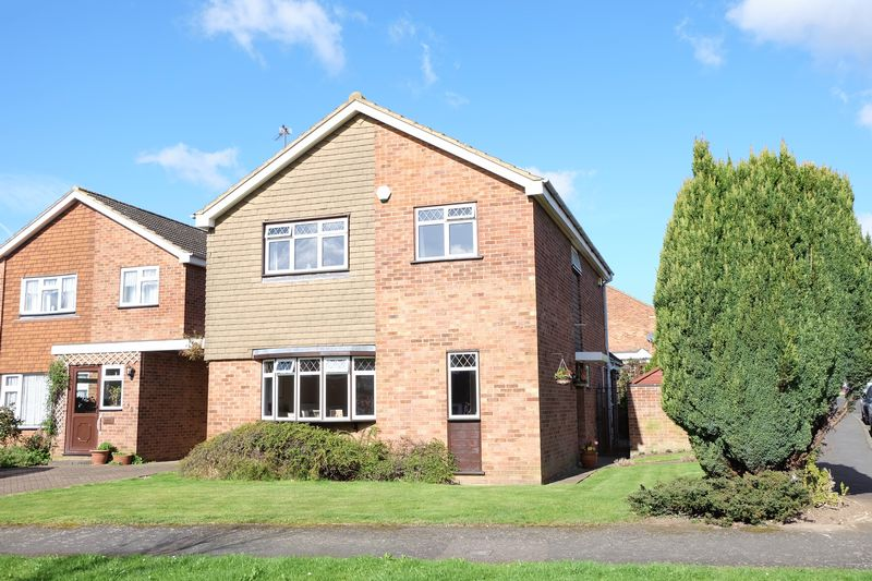 4 Bedrooms Detached House for sale in Claremont Road, Swanley