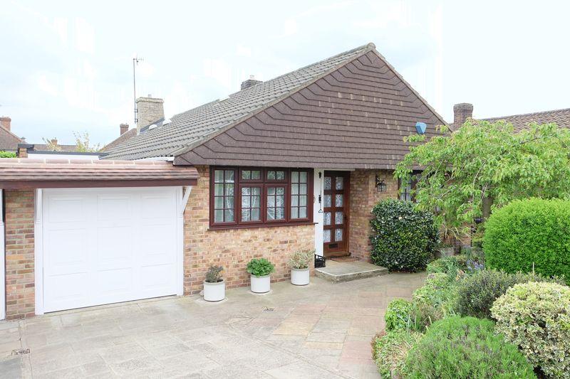 3 Bedrooms Detached Bungalow for sale in Oakley Park, Bexley