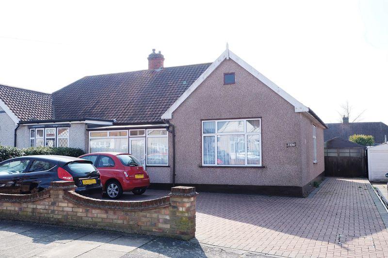 3 Bedrooms Semi Detached Bungalow for sale in Albury Avenue, Bexleyheath