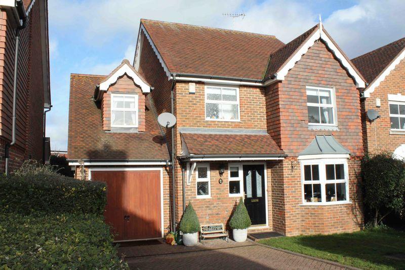 4 Bedrooms Detached House for sale in Vanessa Way, Bexley