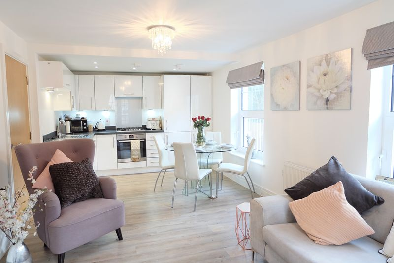 2 Bedrooms Flat for sale in Weir Road, Bexley