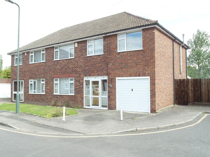 5 Bedrooms Semi Detached House for sale in Farm Vale, Bexley