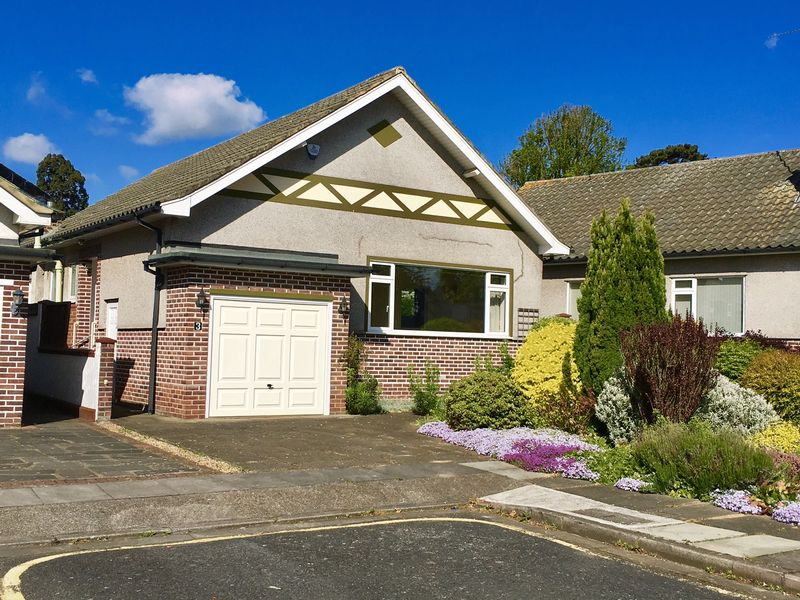 2 Bedrooms Detached Bungalow for sale in Parkhurst Gardens, Bexley Village,