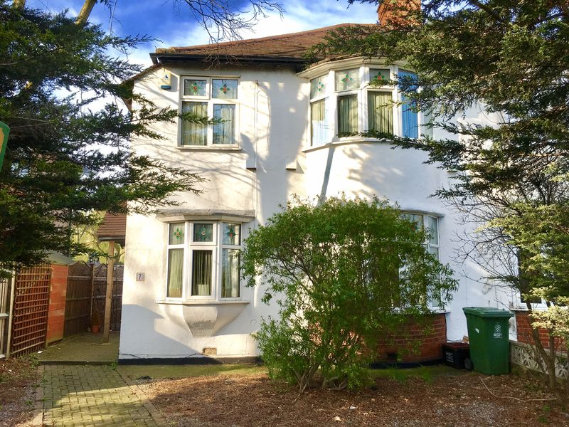 3 Bedrooms Semi Detached House for sale in Tudor Walk, Bexley