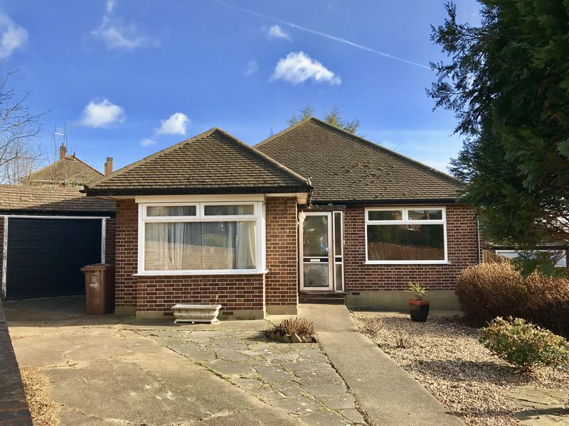 2 Bedrooms Detached Bungalow for sale in Kemsing Close, Bexley